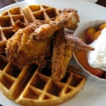 Chicken_and_waffles_with_peaches_and_cream